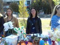 """Участие педагогов и родителей   в благотворительной  ярмарке """"Белый цветок"""""""